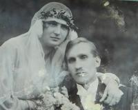 Svatba rodičů Ludmily a Jaroslava Knápkových v roce 1923
