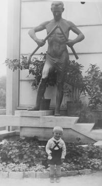 Bronislav Knápek jako malé dítě v Piešťanech