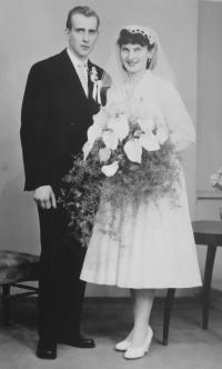 Svatební fotografie Bronislava a Dobromily Knápkových z roku 1960