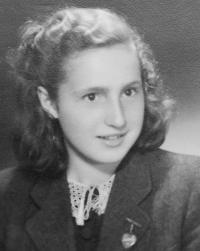 Sestra Radoslava Knápková (Brovjáková) v roce 1944