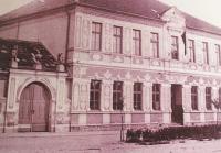 1945 - obecní škola v Rohatci, řídícím se stává pamětníkův otec Josef Bíza