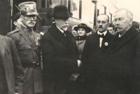 TGMasaryk´s arrival in Benešov, Hana´s father with a cockade, next to him the Mayor, at the back Ludmila Kloudová nee Veselá, 18th December 1918