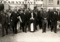Podblanická výstava, Hanin otec první zprava, Benešov 1935