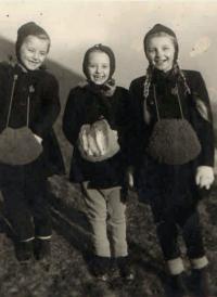 Hana right, her sister Eva left, cousin Jenka in the middle, Prague 1943