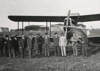 František Vyškovský (tatínek) na vídeňském letišti, 30. léta