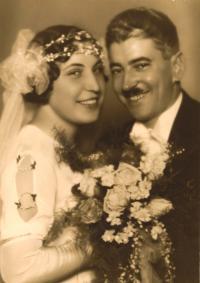 Svatební foto tatínkovy sestry Vlasty, ženich Otto Glinz, poslanec rakouského parlamentu a vídeňský radní