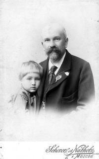 Alexej Orešnikov,  Natáliin praděd s vnukem,mým strýcem, zastřeleným (popraveným) bolševiky ve věku 22 let