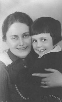 Natálie with her mother