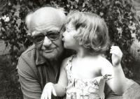 Miloš Pick s vnučkou Týnou