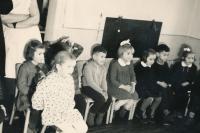 Ve školce, KH chlapec uprostřed