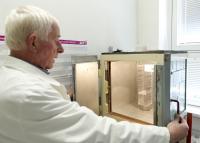 2011 - vážení vzorků Tychona Brahe před analýzou