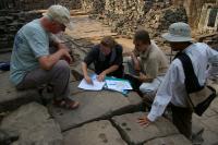 Kambodža - studium kmérských chrámu, sondy do pískovce