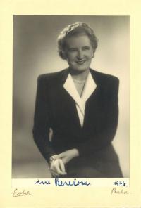 1946 - portrét Hany Benešové s podpisem