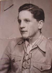 Manžel Milan Sehnal v roce 1945