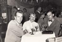Václav Meziřický (vpravo) při zájezdu do NDR, ca 1955 či 1956
