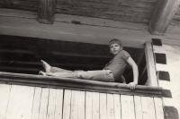 Tomáš Císařovský na chalupě na Kokořínsku, rok 1973