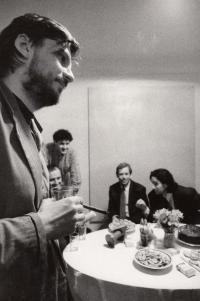 V galerii MXM, vzadu Václav Havel, rok 1991