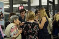 Ludmila Janská se žáky ze ZŠ nám. Svobody na slavnostní prezentaci Příběhů našich sousedů, únor 2017