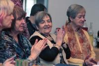 Ludmila Janská na oslavě narozenin jedné zkamarádek vprostorách dejvické evangelické modlitebny