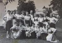 Zdenka Bartošová na dožínkách v Kaptole, 1956