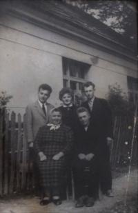 Emil a Zdenka Bartošovi, s Husákovými, 60. léta