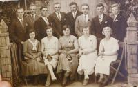 Mladí z rodiny z Terešova, kteří v roce 1947 reemigrovali do Československa