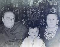 Rodiče Alexej a Anna Ševčukovi s vnukem Alexejem