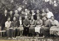 Vedení pionýrského tábora v roce 1960. Uprostřed nahoře otec Alexej Ševčuk