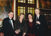 Helena Nosková vlevo