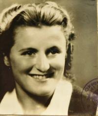 Vilma Hadwigerová (Pupova) in 1948