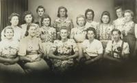 Ženy z Nýznerova za války před odjezdem na práce do Německa