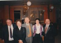 Otto Wichterle uprostřed, Blanka Brůnová druhá zleva