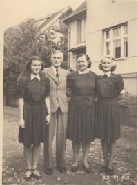 Rodina Brůnových Blanka, otec, matka, Věra