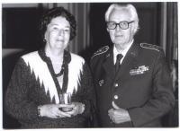 Generál v.v. Jaroslav Procházka se svou ženou Tatianou v roce 2000