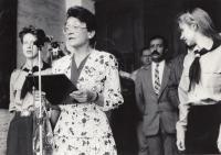 Matěj Šarközi se členy americké delegace v Písku (90. léta)