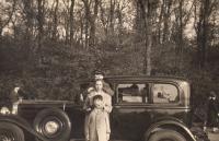 Hanuš and Štěpán Gaertner with their mum Edita, 1937-38
