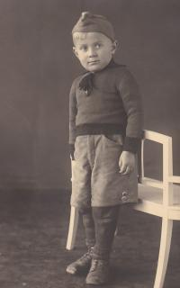 Photo for his father in concentration camp