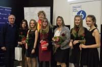 I. Králová s dívkami ze ZŠ Emy Destinnové a jejich učitelkou Lucií Soukupovou, únor 2017