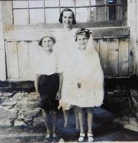 Božena Palková (matka) s dětmi Františkem a Boženou