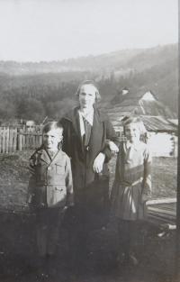 Božena Palková (mother) with children František and Božena