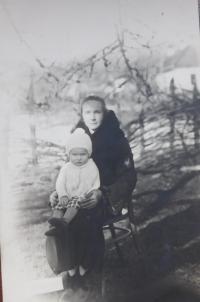 Božena Palková (matka) se synem Jaroslavem