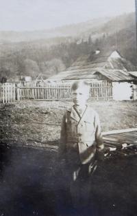 Jaroslav Palka v dětství v obci Bohdan na Podkarpatské Rusi