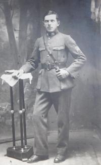 Otec František Palka u finanční stráže