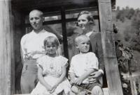 Rodina četníka Papeže v obci Bohdan na Podkarpatské Rusi