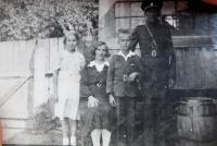 Rodina Palkova v obci Bohdan na Podkarpatské Rusi