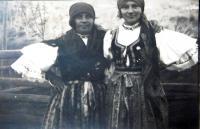 V Huculském kroji v obci Bohdan na Podkarpatské Rusi