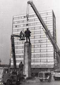"""""""Lenin odchází z Mladé Boleslavi"""", 1990"""
