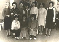 S kolegyněmi z mateřské školky (první zleva)