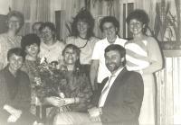 Oslava narozenin s kolegyněmi (uprostřed)