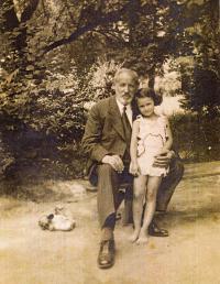 S dědečkem, cca 1931